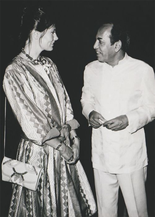 Maud Adams seen hanging out with Bhagwat Singh Mewar in 1983