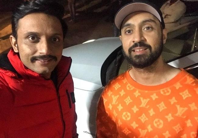 Mohammed Zeeshan Ayyub (Left) smiling in a selfie alongside Diljit Dosanjh in December 2020