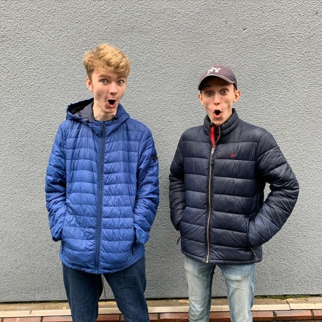 TommyInnit (Left) posing for a picture alongside Jack Manifold in August 2020