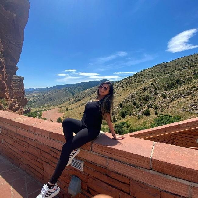 Vicki Li posing for the camera in an Instagram post in October 2020