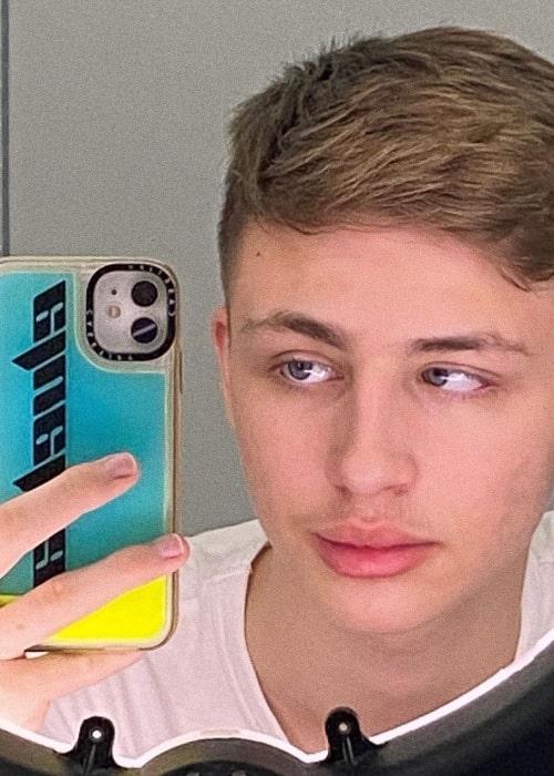Zinccx as seen in a selfie that was taken in November 2020