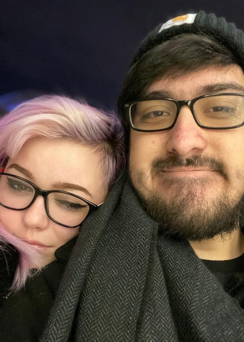Alex Galvez as seen in a selfie that was taken with his partner cosplayer and streamer MiniiDear at the CN Tower in December 2019