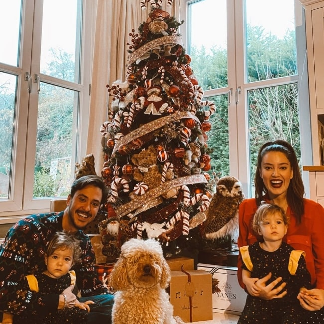 Anıl Altan as seen in a Christmas picture with his family