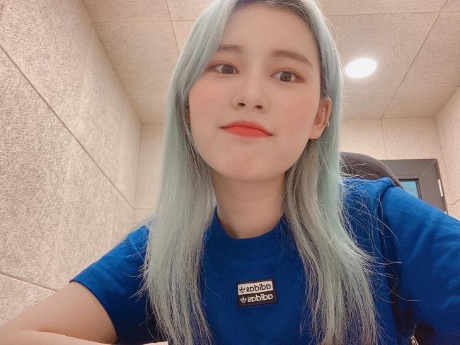 Elly as seen after dyeing her hair in April 2020