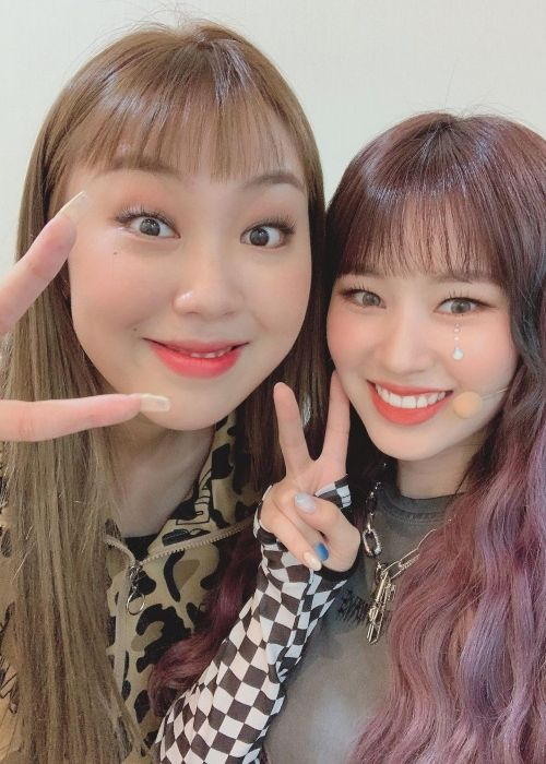 Elly as seen taking a selfie with Young-ji Lee in 2020