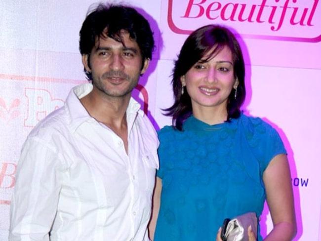 Hiten Tejwani as seen while posing for the camera alongside his wife Gauri Pradhan Tejawani in October 2012