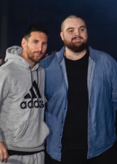 Ibai Llanos as seen in a picture that was taken with Lionel Messi in December 2019