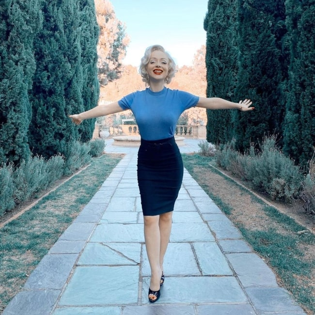 Jasmine Chiswell enjoying herself in October 2019 in beautiful Beverly Hills in California