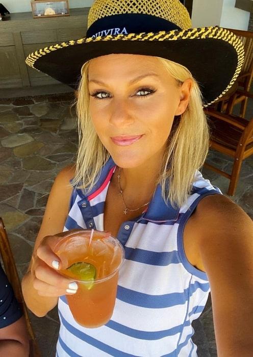 Jennifer Wayne enjoying a perfect Saturday playing golf in August 2020