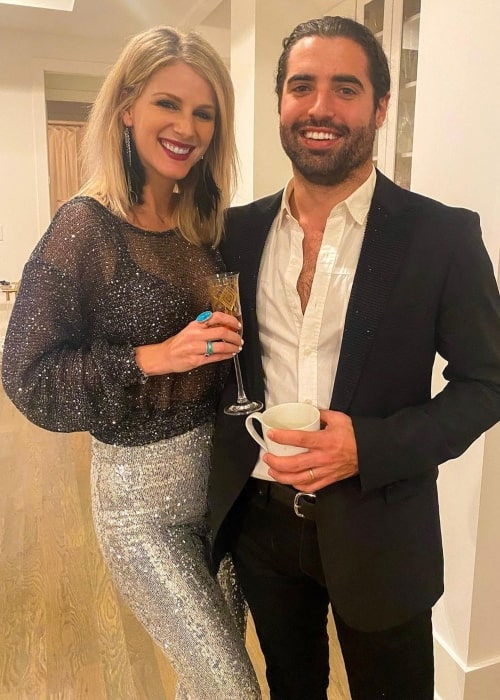 Jennifer Wayne with her husband in January 2021 wishing everyone a happy new year being thankful for having got to spend a lot of time with her loved ones in the year gone by