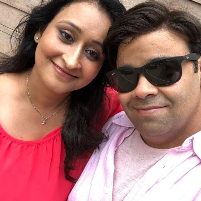 Kiku Sharda taking a selfie with his wife Priyanka Sharda in an Instagram post in December 2019