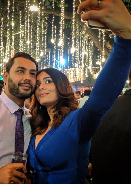 Mayanti Langer with her husband wishing everyone a Merry Christmas in December 2018