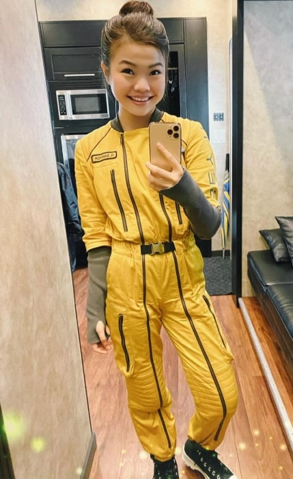 Miya Cech taking a mirror selfie in Vancouver, British Columbia in August 2020