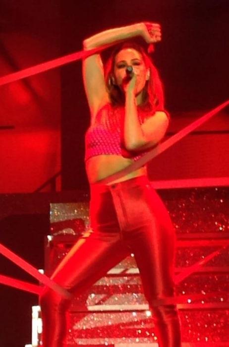 Rachel Stevens performing 'Sweet Dreams My LA Ex' in 2015