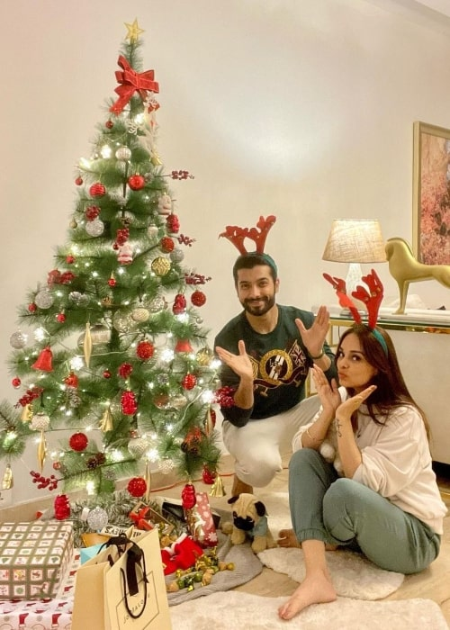 Sharad Malhotra as seen while posing for a Christmas picture along with his wife in December 2020