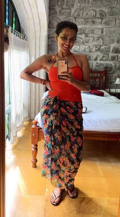 Shraddha Srinath as seen while taking a mirror selfie at Sparsa Resort, Thiruvannamalai in January 2021