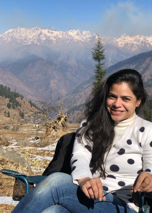 Sumona Chakravarti posing for a picture while enjoying her time in Tirthan Valley, Himachal Pradesh, India