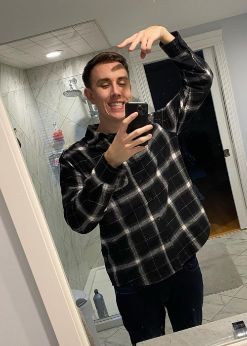 TheSmithPlays as seen in a selfie that was taken in December 2020