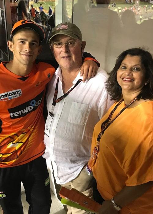 Ashton Agar with his parents, as seen in December 2017