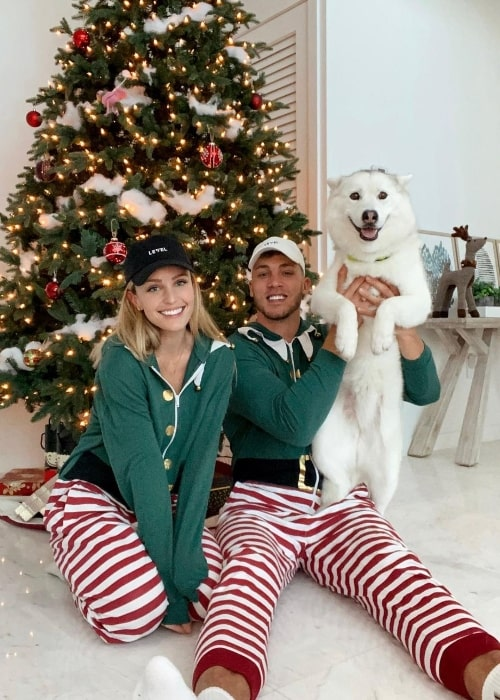 Elle Bielfeldt as seen in a Christmas picture with her family in December 2020