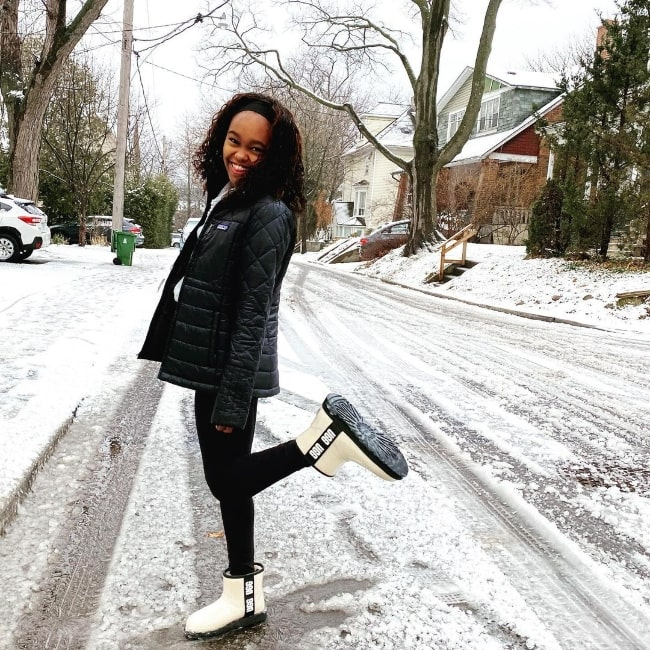 Lidya Jewett smiling for a picture while enjoying the snow in Toronto, Ontario in December 2020