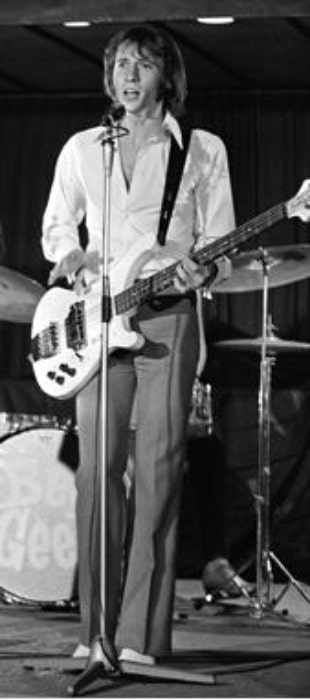 Maurice Gibb played bass on Dutch television 'Twien' in 1968