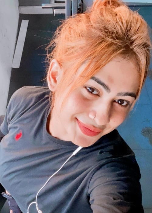 Piumi Hansamali as seen in a selfie that was taken at Marine Fitness in February 2021