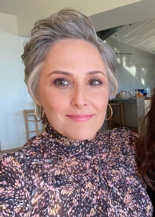 Ricki Lake in an Instagram selfie from December 2020