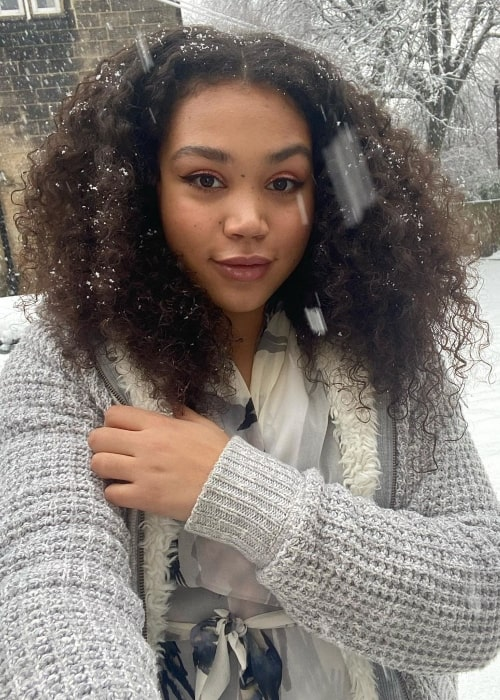 Ruby Barker taking a selfie while enjoying the snowfall in January 2021