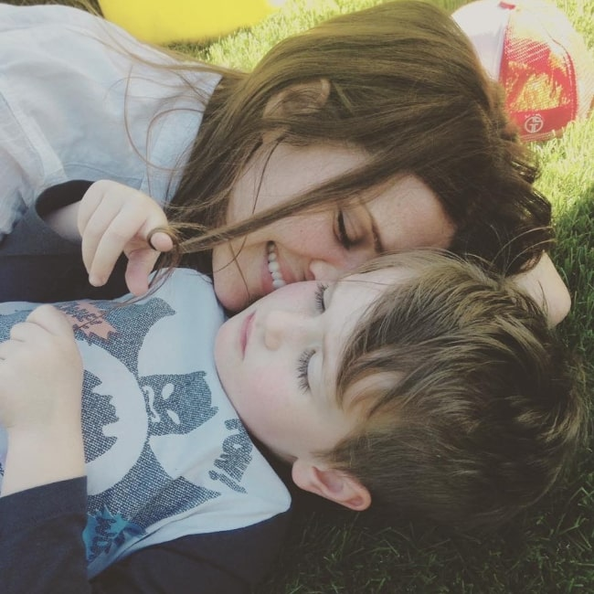 Sarah Lancaster as seen in a picture with her child in April 2016