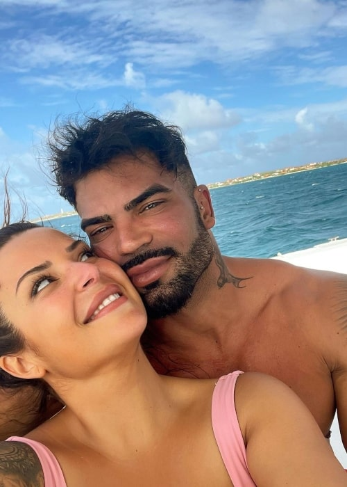Sergi Constance as seen in a selfie that was taken with his beau Almu at the beach in January 2021