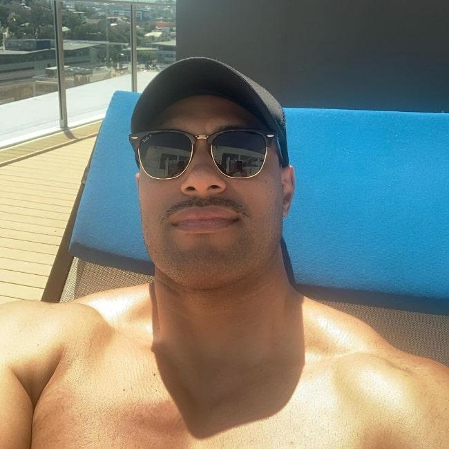 Uli Latukefu as seen while taking a shirtless selfie in October 2020