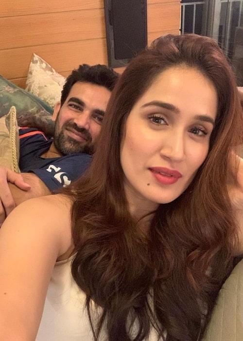 Zaheer Khan smiling in a selfie along with wife Sagarika Ghatge