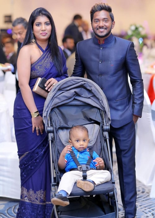 Akila Dananjaya with his wife and son, as seen in January 2021