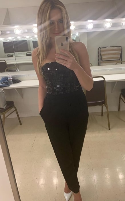 Amy Shiels clicking a mirror selfie in July 2019