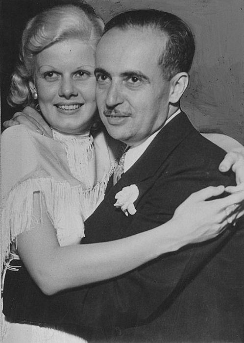 Jean as seen posing with husband Paul Bern in 1932