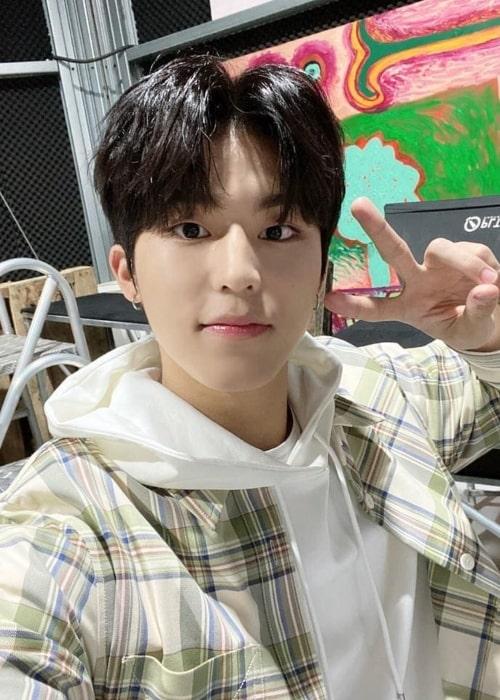 Jeongwoo as seen in a selfie that was taken in the past