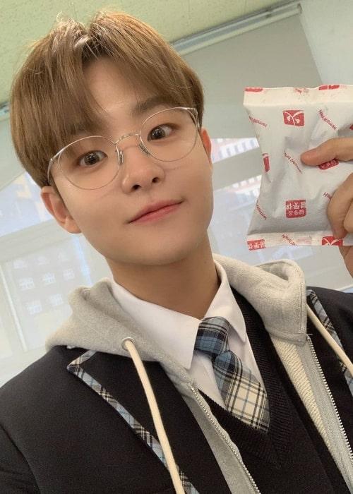 Jihoon as seen in a selfie that was taken in the past
