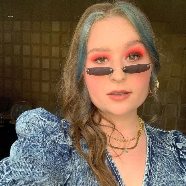 Julia Lester taking a glammed-up selfie at The London West Hollywood at Beverly Hills in October 2019