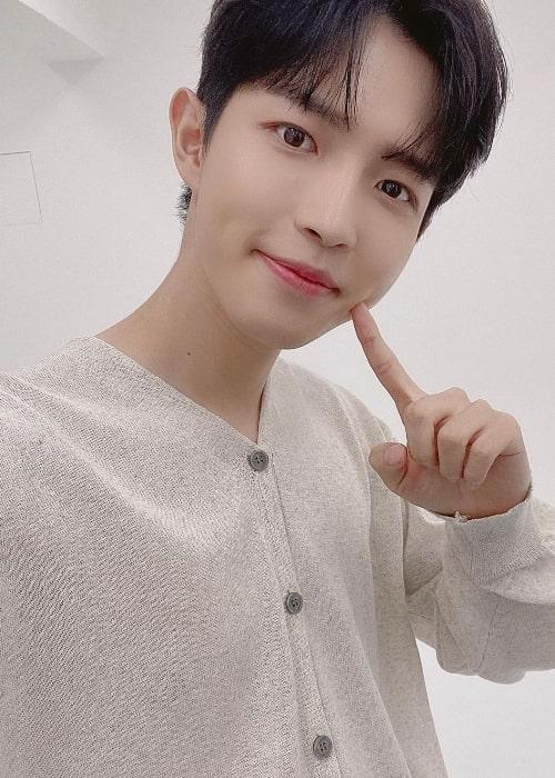 Kim Jae-hwan taking a selfie in August 2020