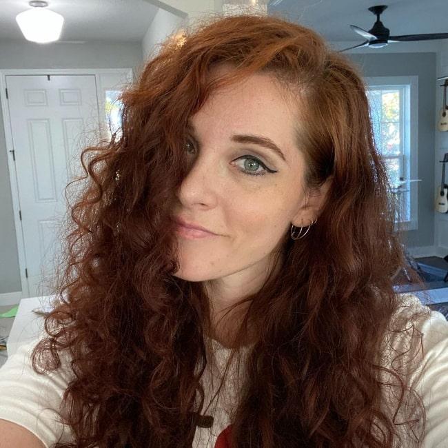 Mandy Harvey smiling for a selfie in December 2020