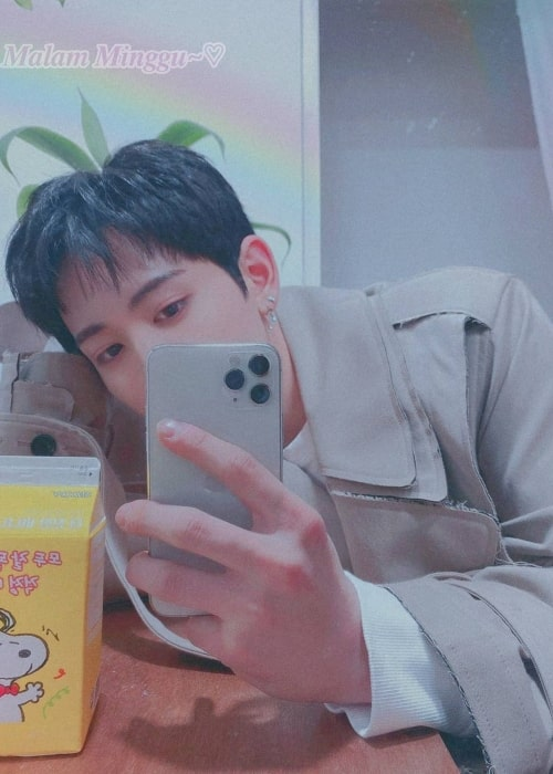 Mashiho as seen in a selfie that was taken in the past