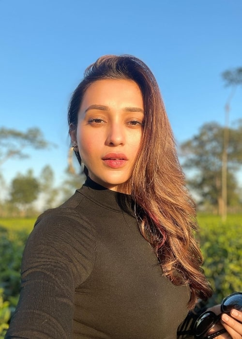 Mimi Chakraborty taking a sun-kissed selfie in November 2020
