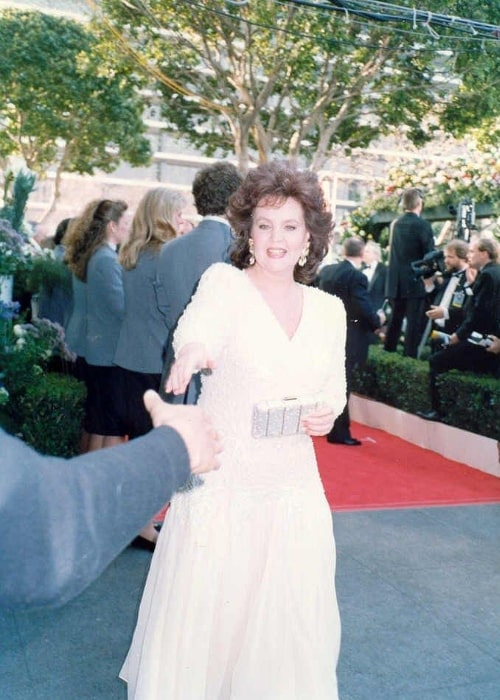 Pauline Collins pictured on the red carpet at the 62nd Annual Academy Awards