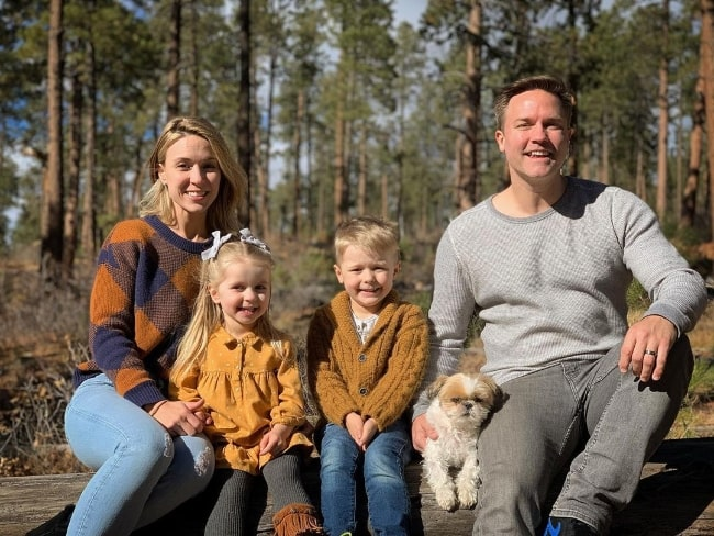 Scott Porter posing for a picture with his family in November 2020