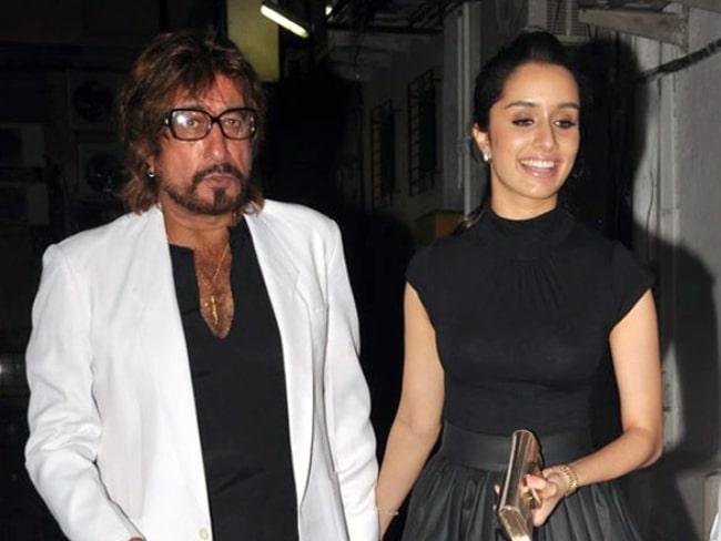 Shakti Kapoor and his daughter Shraddha Kapoor celebrate the anniversary of Padmini Kolhapure in November 2013