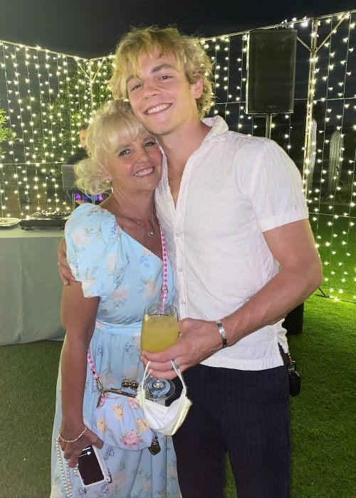 Stormie Lynch posing for a picture with Ross Lynch