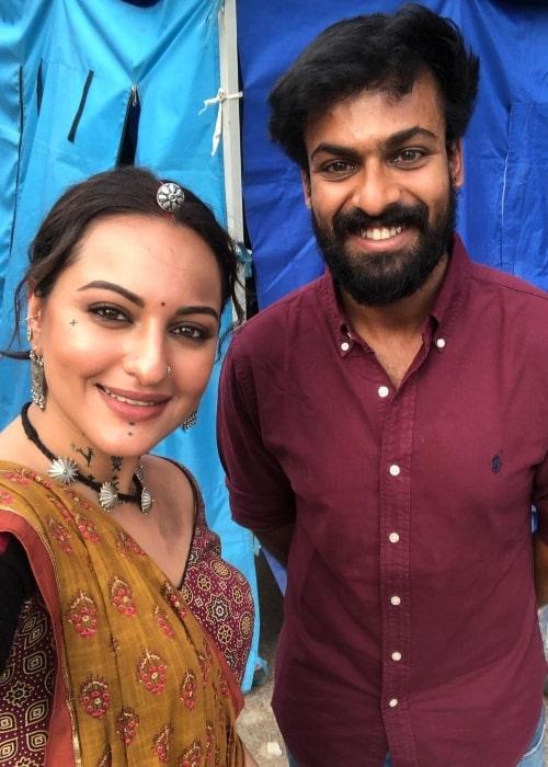 Vaishnav Tej in a selfie with Sonakshi Sinha in July 2020