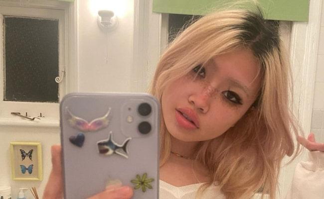 Beabadoobee sharing her candid selfie in February 2021