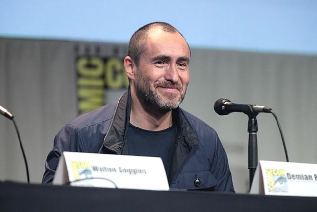 Demián speaking at the Comic-Con Festival in 2015